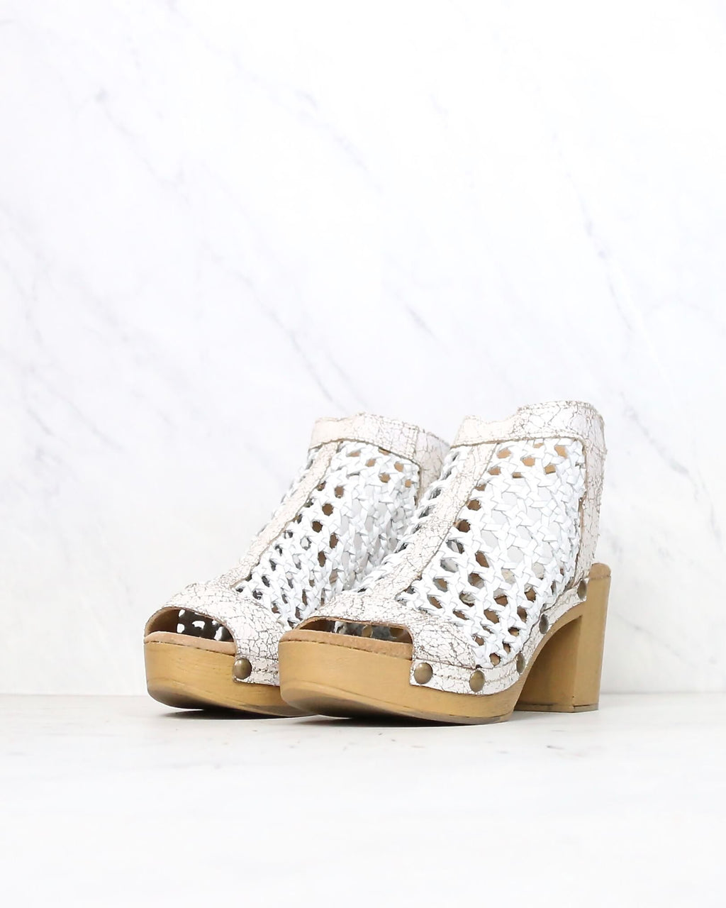 Sbicca Vintage Collection - Epiphany block heel clog - white
