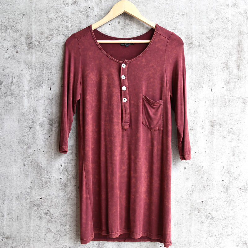 Final sale - POL vintage acid wash quarter sleeve top - burgundy