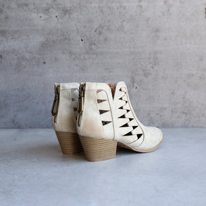 qupid ankle booties stone