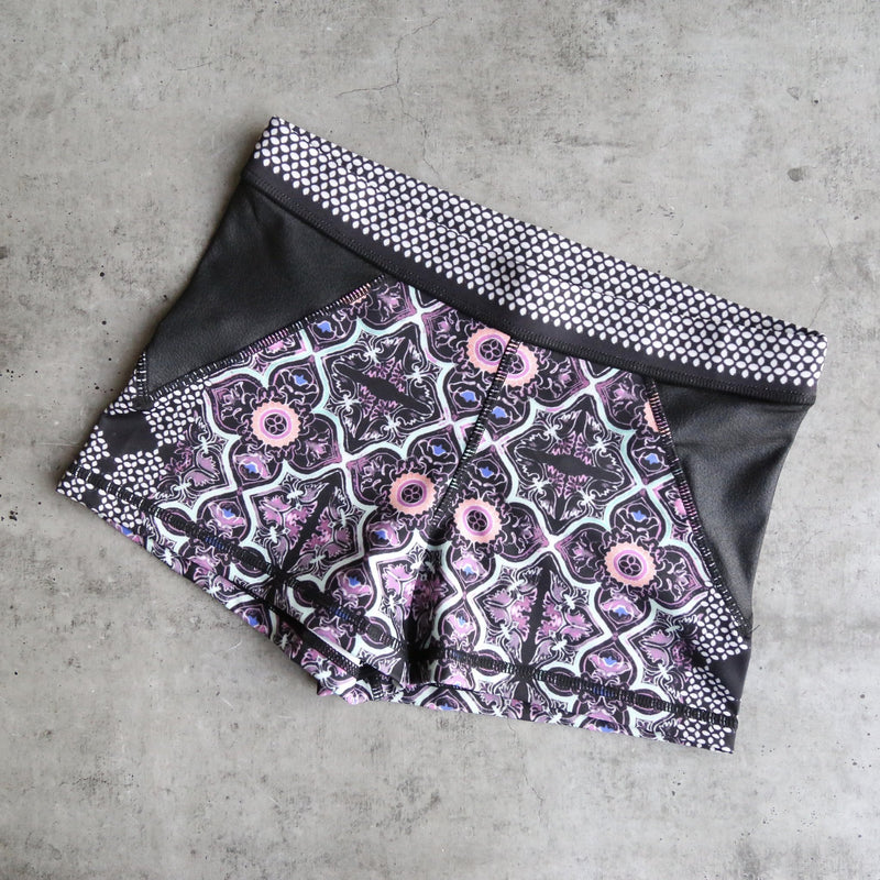 minkpink move - adventure island yoga shorts