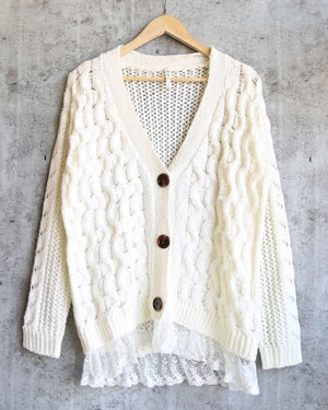 final sale - oversize cable-knit cardigan with lace trim - ivory