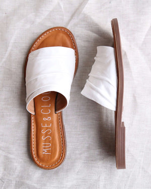musse & cloud - kennice mule flat sandal in leather White / WHT