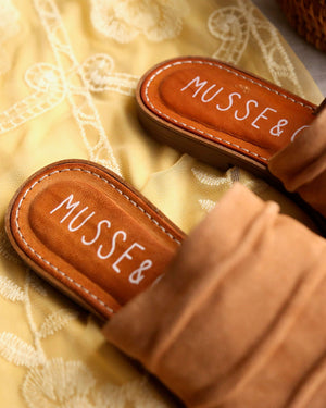 musse & cloud - kennice mule flat sandal in suede Tan / Cue
