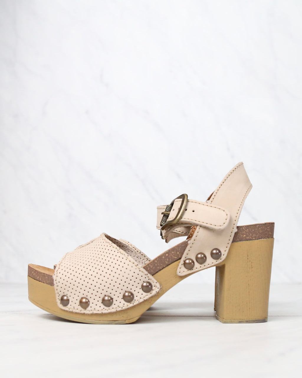 sbicca - tonto perforated heeled sandal (women) - beige