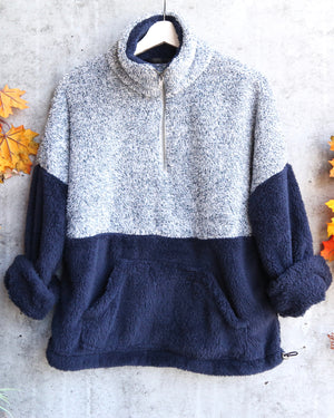 final sale - two tone sherpa half-zip pullover - blue/navy