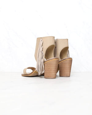 Very Volatile - Vermont Fringe Leather Sandals in Taupe