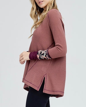 Waffle Knit V-Neck with Contrast Printed Sleeves in Mauve