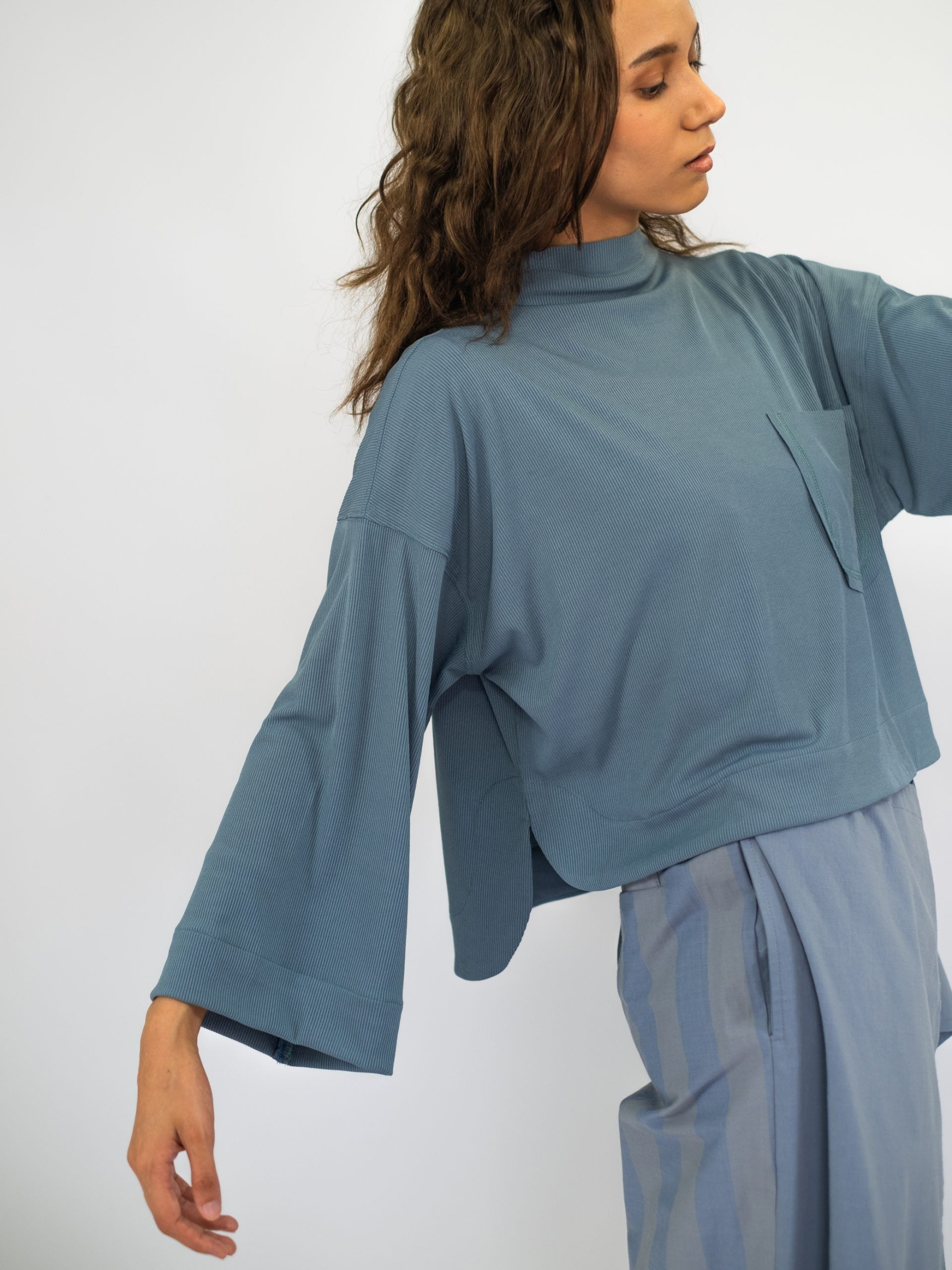 Women: Nyaman Cropped Top (Dusty Blue)