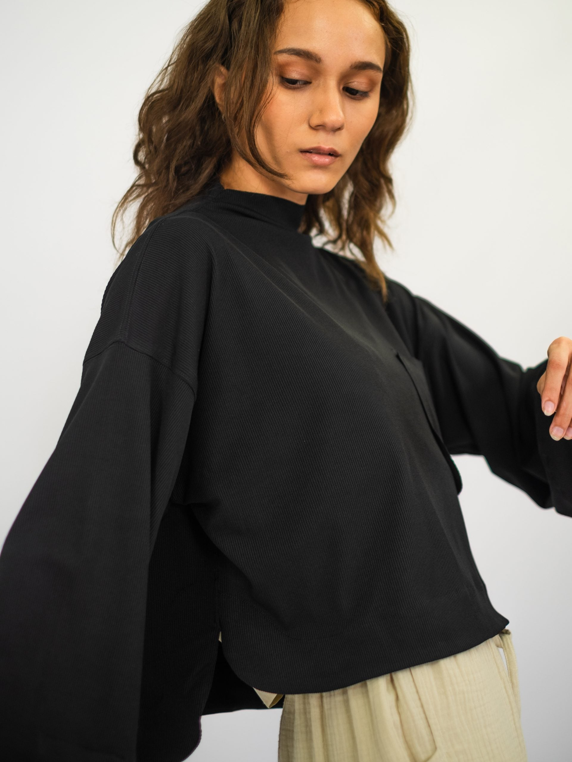 Women: Nyaman Cropped Top (Black)