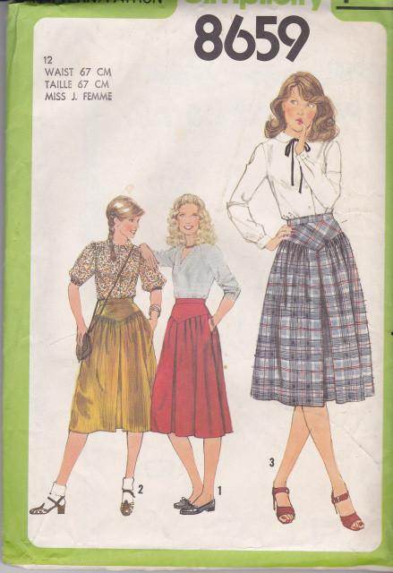 Simplicity 8659 Ladies Pleated Skirt Vintage 1970's Sewing Pattern - VintageStitching - Vintage Sewing Patterns