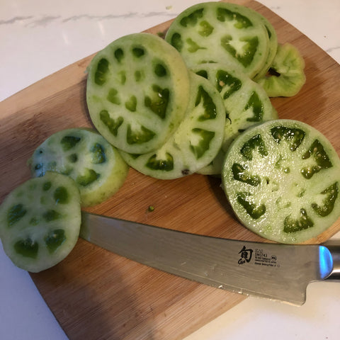 sliced green tomates