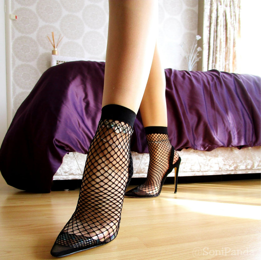 Fishnet Stocking Pointed High Heels Getting On Video