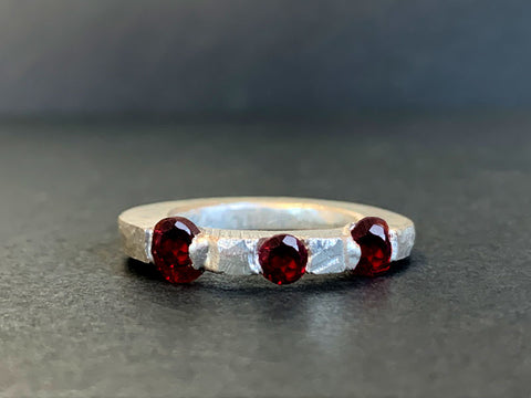Cast in place garnet ring - Stone setting in wax workshop