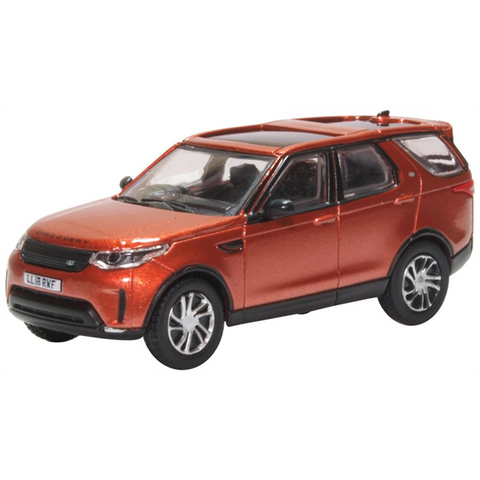 Land Rover Discovery 5 - Namib Orange