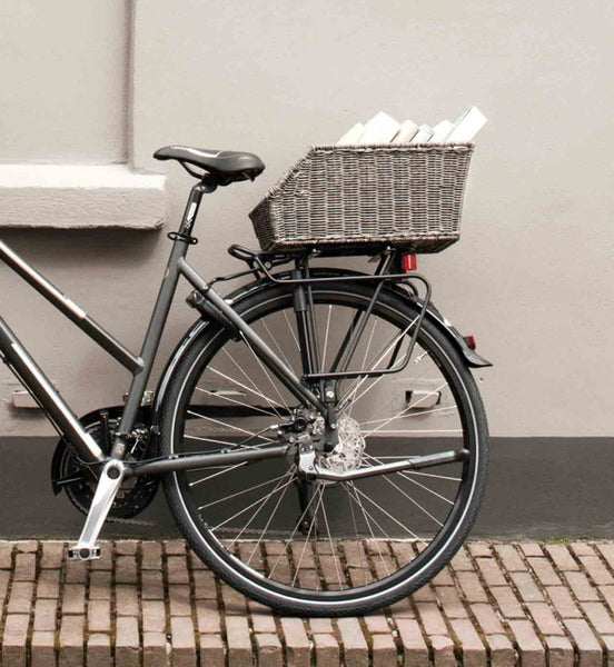 Basil Cento Rattan rear bicycle basket – VIA CYCLES