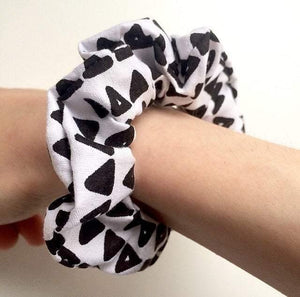 Black And White Scrunchie Fashion Hair Tie Stretchy Scrunchy Triangle Pattern Scrunchy Polycotton Hair Accessory