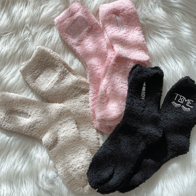 EYELASH COZY SOCKS