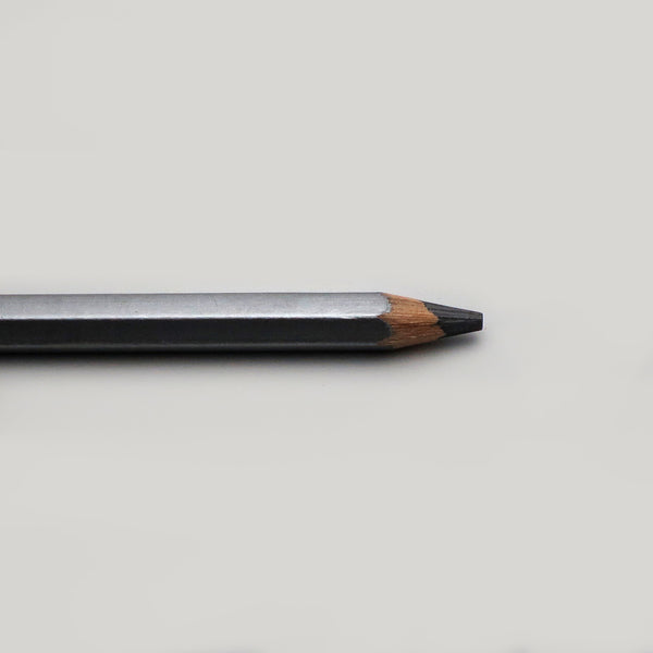 Sharpened point Viarco Art Graf 2B soft pencil