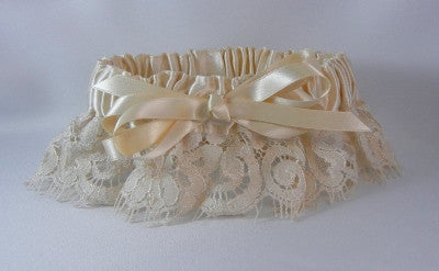 Campagne Lace Garter w/ French Knot Bow