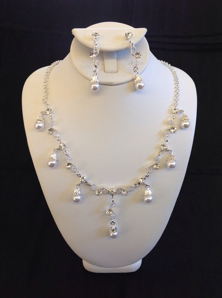 Silver Rhinestone and Pearl Necklace Set