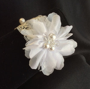 Lace flower bracelet with pearls and crystals