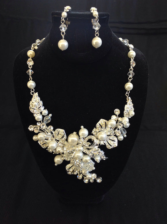 Silver Floral Necklace Set with Pearls