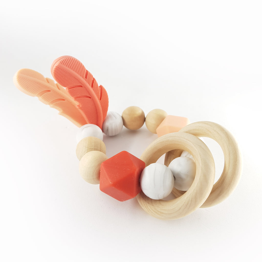 FEATHER teether, coral