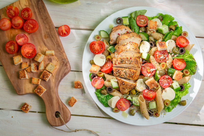 Low carb meal of salad with chicken and tomatoes