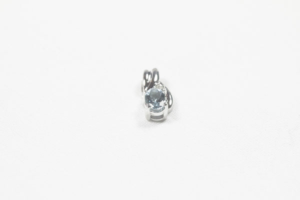 White Gold Pendant with Oval Aquamarine