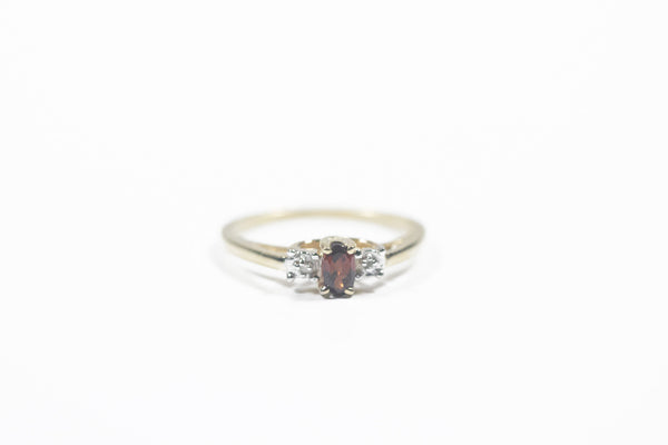 Yellow Gold Ring with Garnet and Diamonds