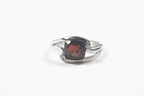 White Gold Ring with Cushion Cut Garnet