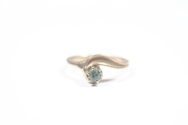 Yellow Gold Solitaire with Greenstone