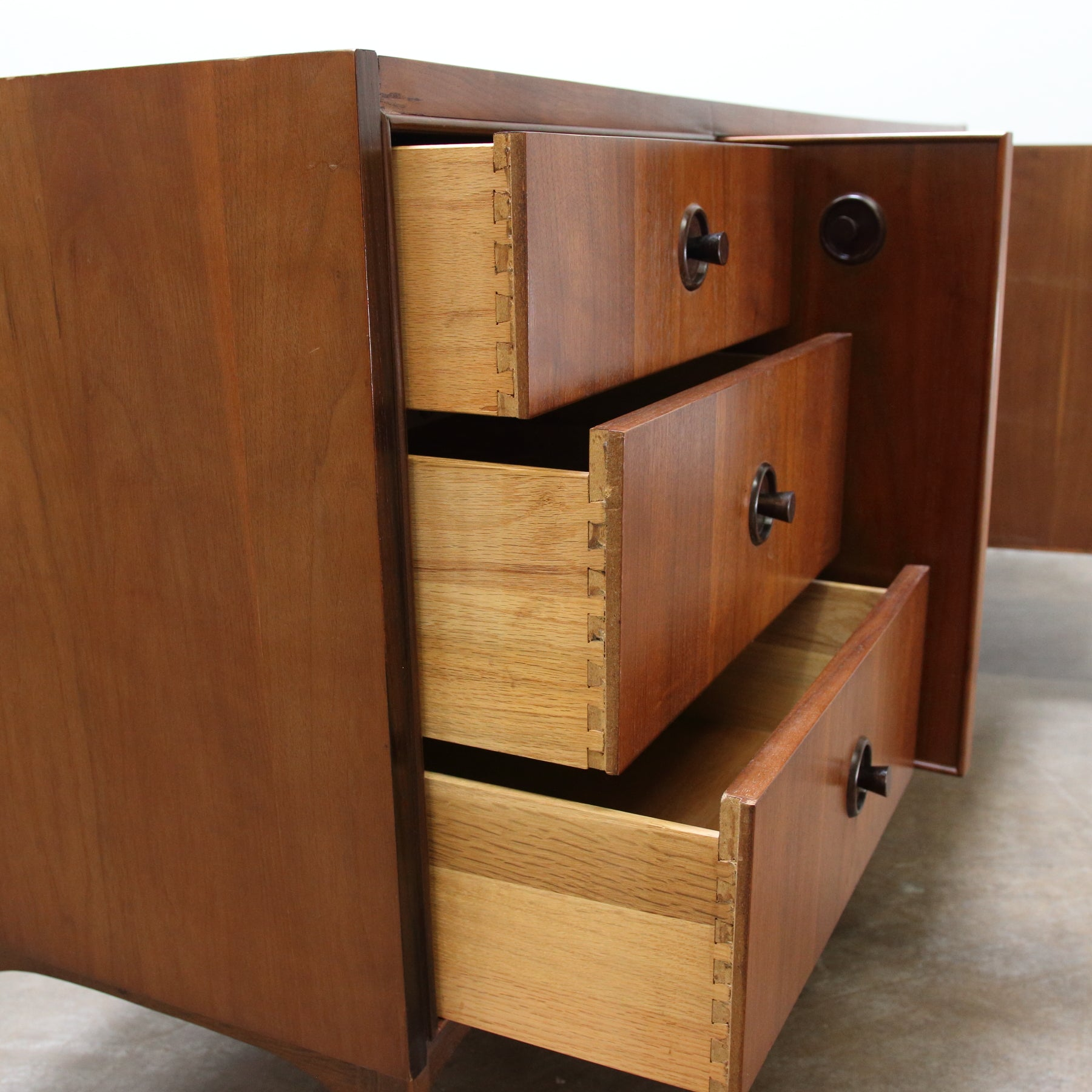 9 Drawer Dresser By Kroehler Furniture Hikos