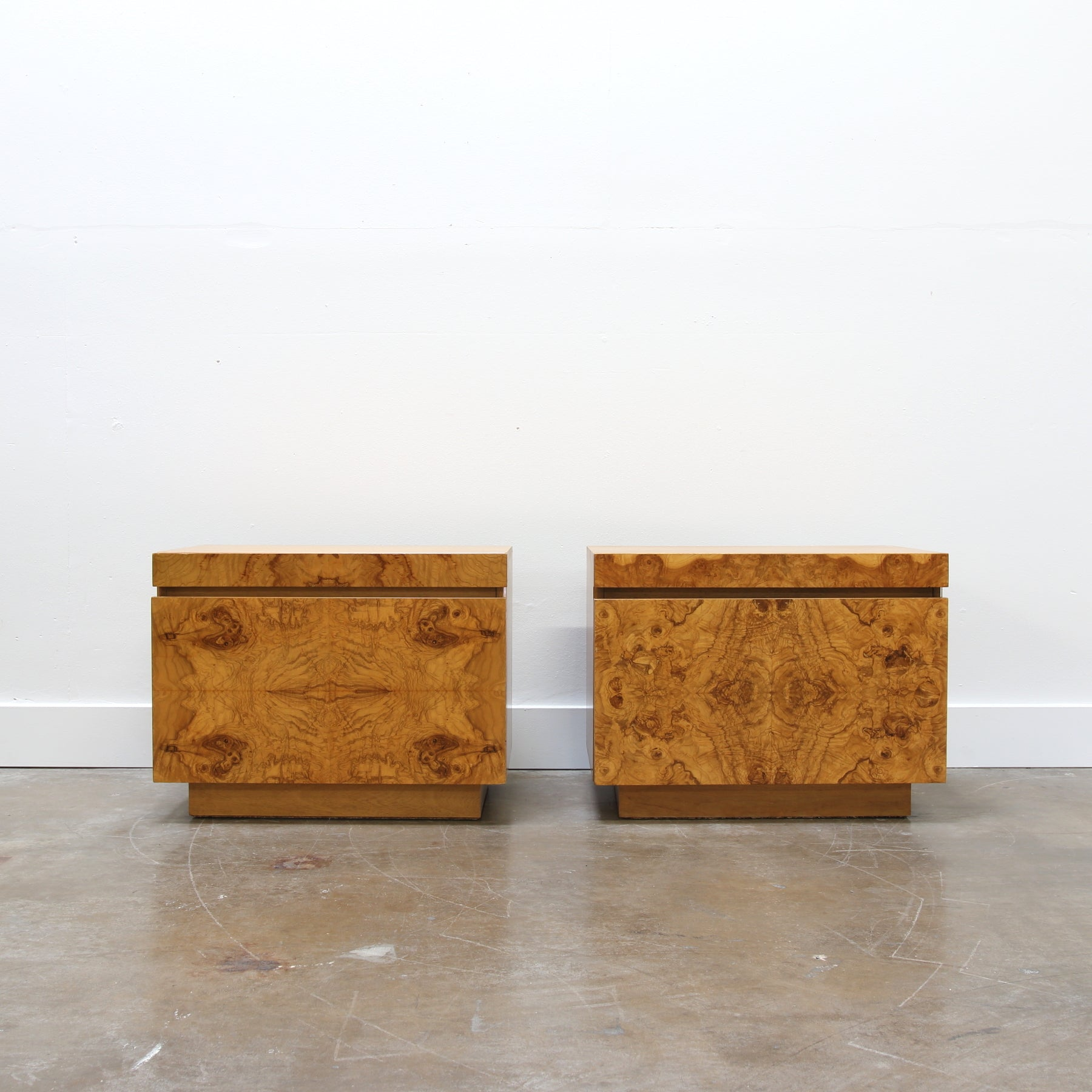 Ordinaire Pair Of Burl Wood Nightstands By Roland Carter For Lane Furniture   HIKOs