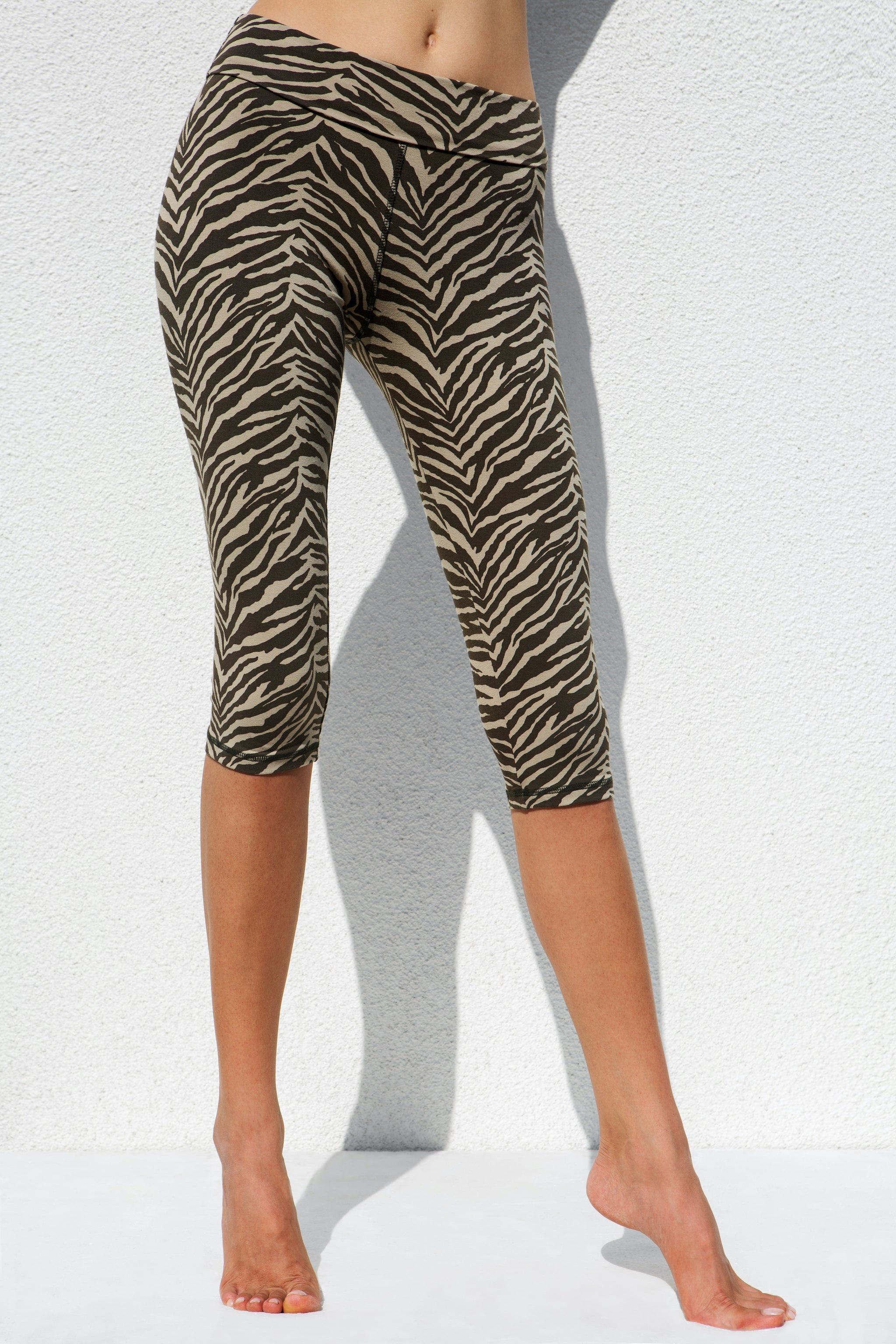 High Waist Capri Tights - Zebra Cream Olive-green
