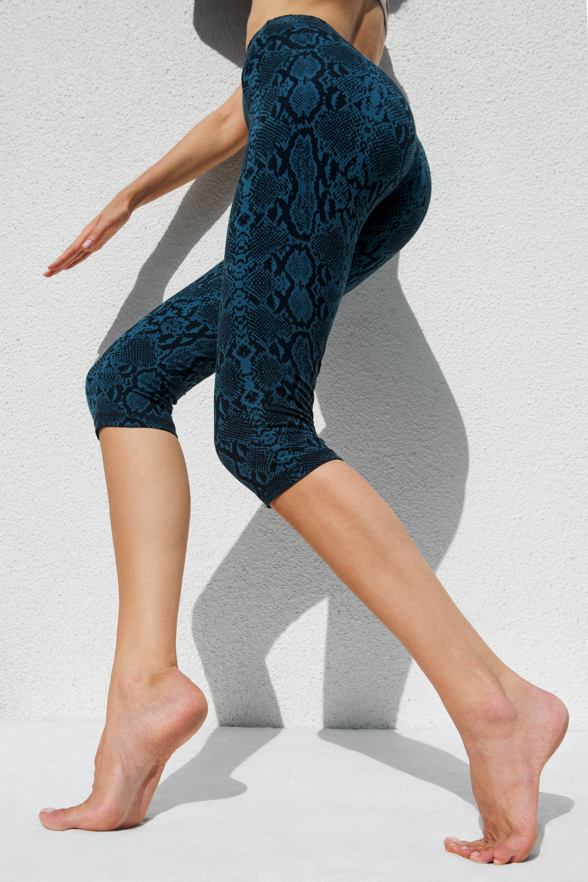 High Waist Capri Tights - Seagreen Snake