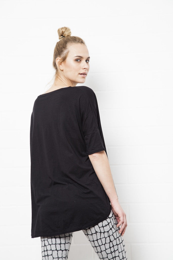 Loose Fit Black Top - FUNKY SIMPLICITY