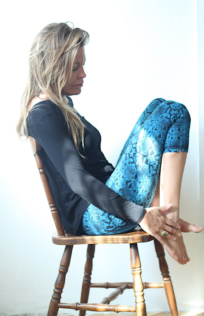 Capri Tights - Snake Turquoise Black - FUNKY SIMPLICITY
