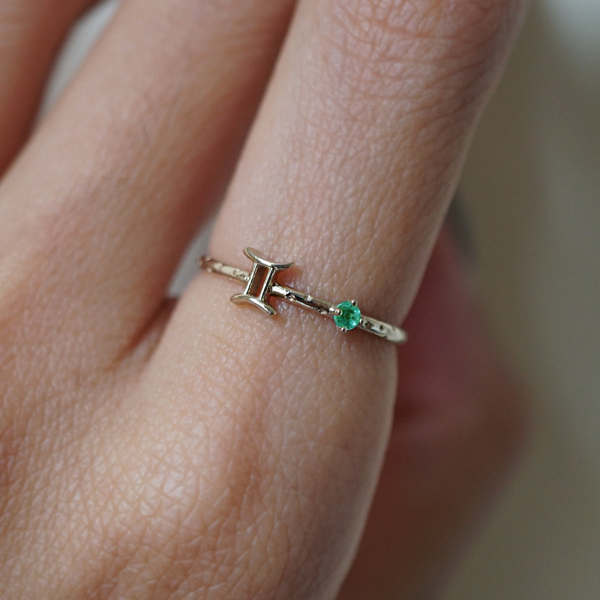 14K Gemini Horoscope Birthstone Ring (Pearl + Emerald)
