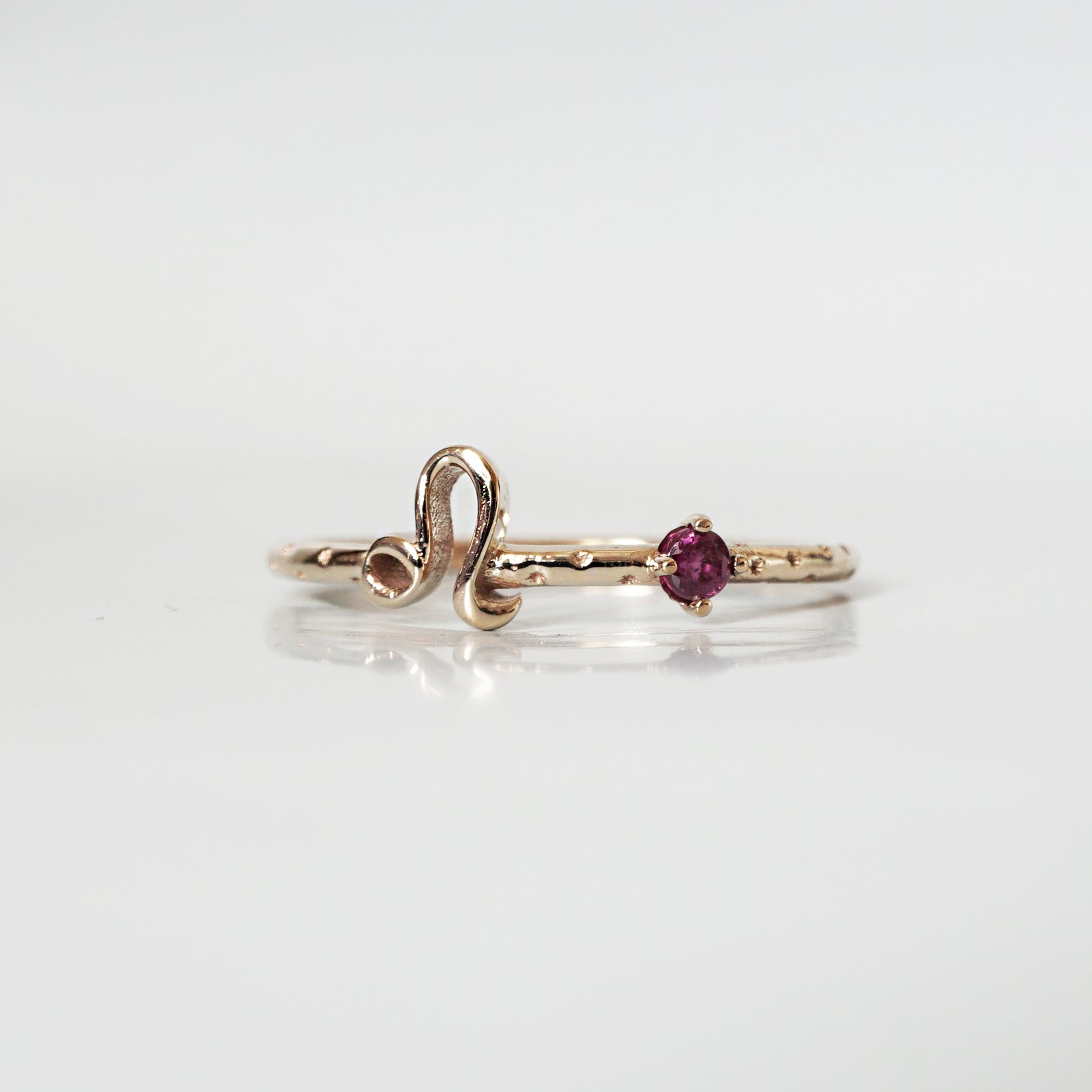 14K Leo Horoscope Birthstone Ring (Ruby + Peridot)