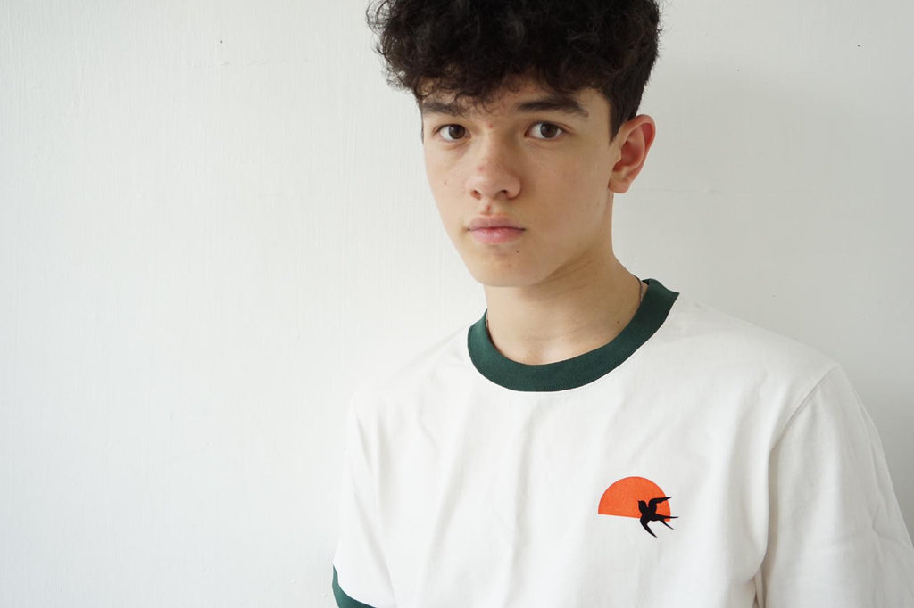 GLUE 2 Tone T-shirt with Swallow - Green Neck