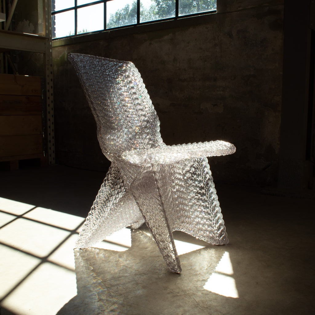 endless chair transparant made out of recycled plastic with a 3d print robot by dirk vander kooij