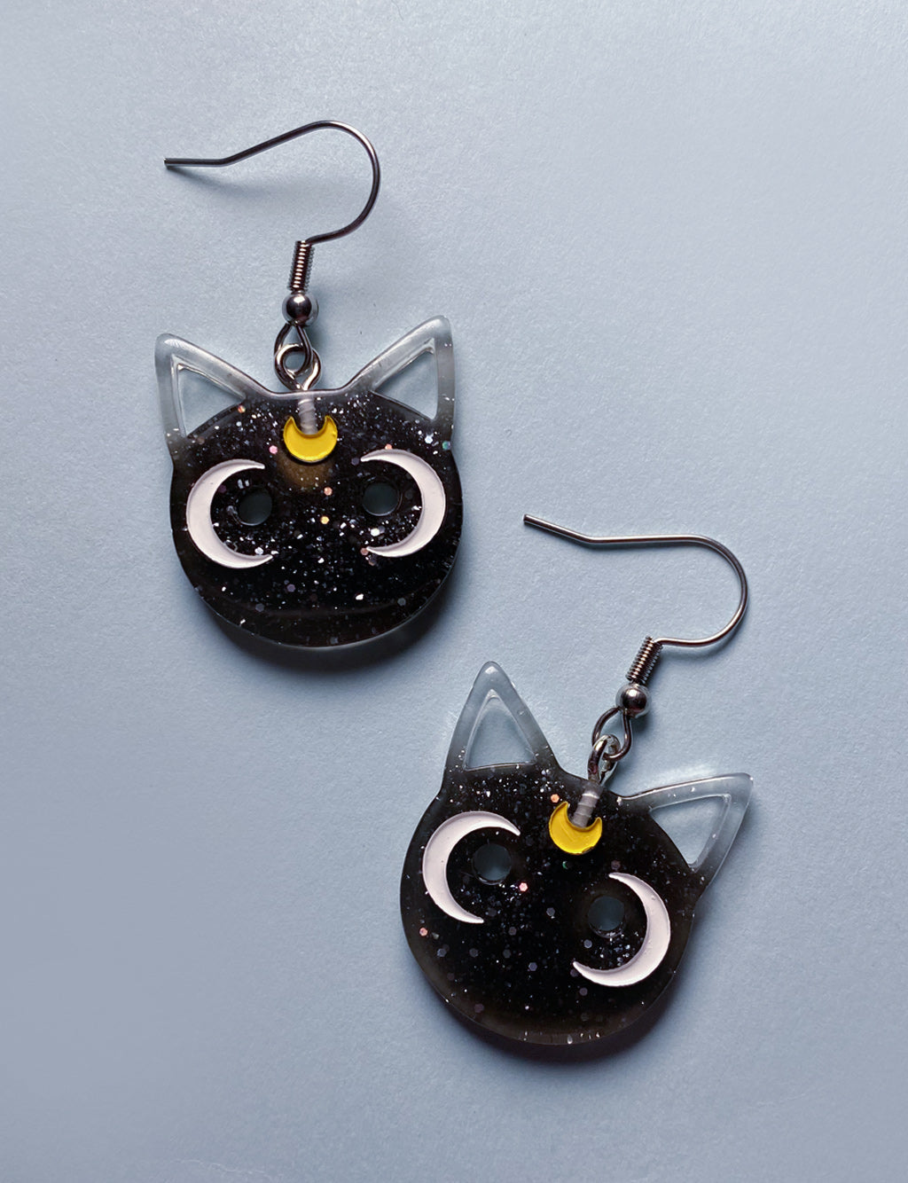 SAILOR MOON EARRINGS - BLACK