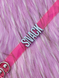 SNACK MINI WORD CHOKER - PINK
