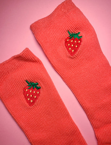 FEAST ON FRUIT SOCKS - STRAWBERRIES/ CORAL SOCK