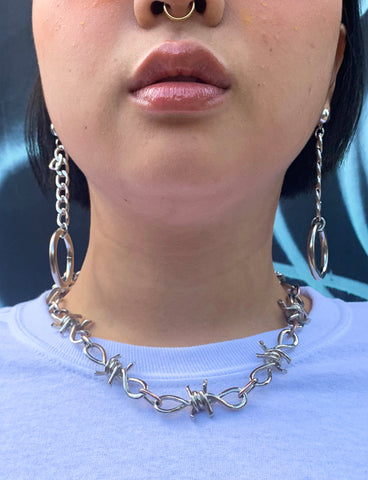 WALK THE WIRE CHAIN NECKLACE