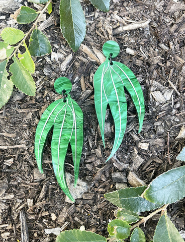 GUM LEAF DANGLE EARRINGS - GREEN RIPPLE