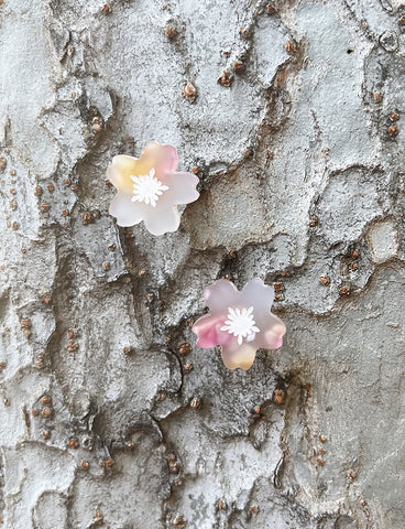 SAKURA BLOSSOM STUD EARRINGS - PEACH PUNCH SPARKLE