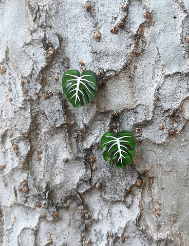 MONSTERA STUD EARRINGS - GREEN RIPPLE
