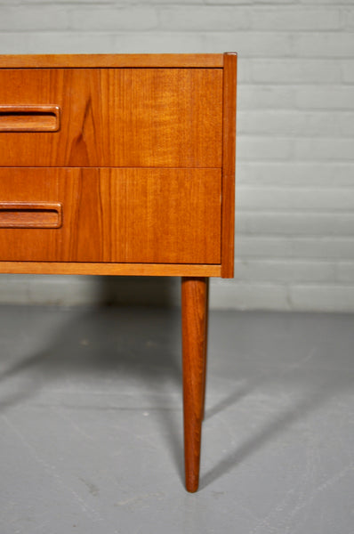 ON Hold Jon - Classic Danish Bedside Table